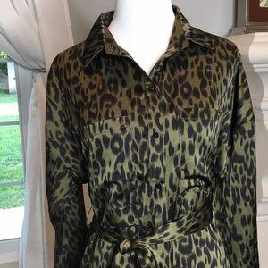 NWOT Khaki leopard print silky Shirtdress. Small